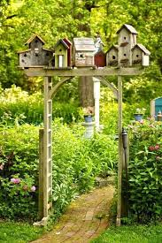 38-Spruce up your garden with Birdhouses